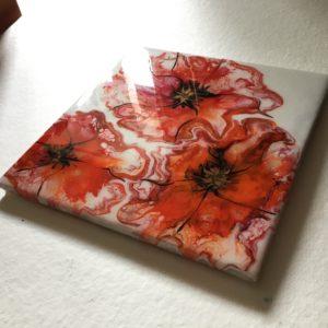 Flise med røde blomster